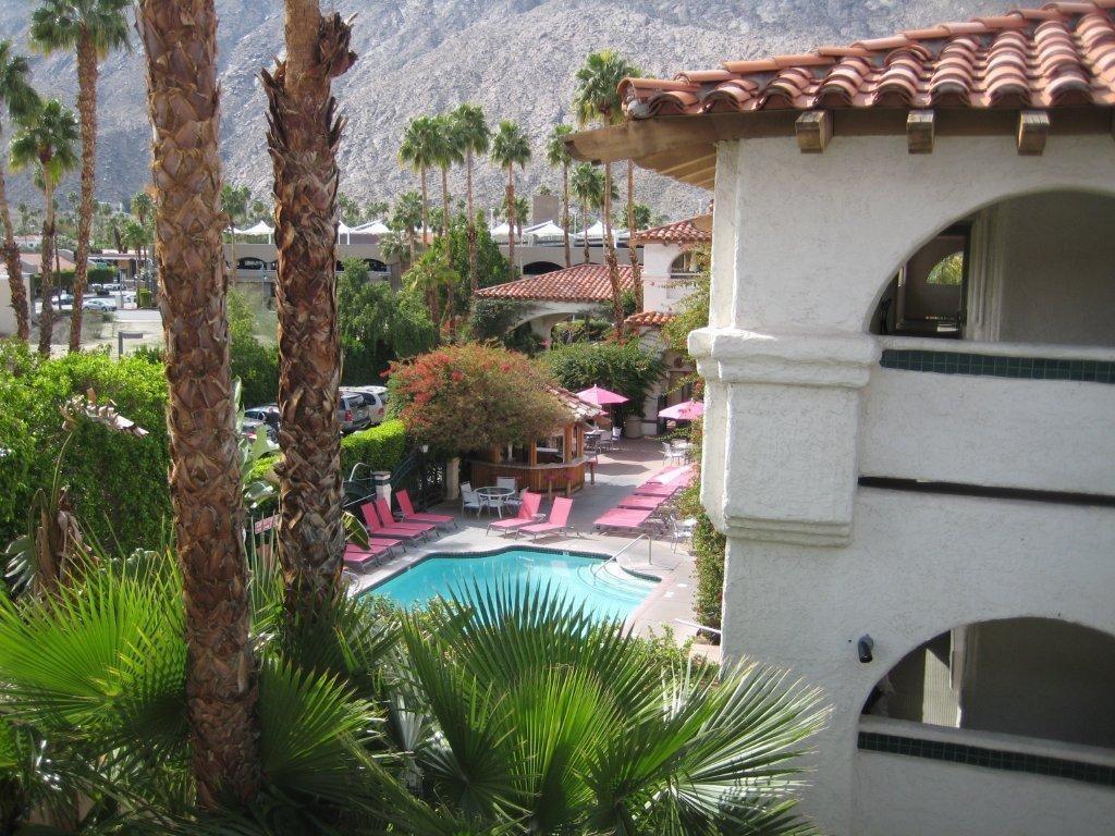 Best Western Plus Las Brisas Hotel - Take in the beauty of Palm Springs.