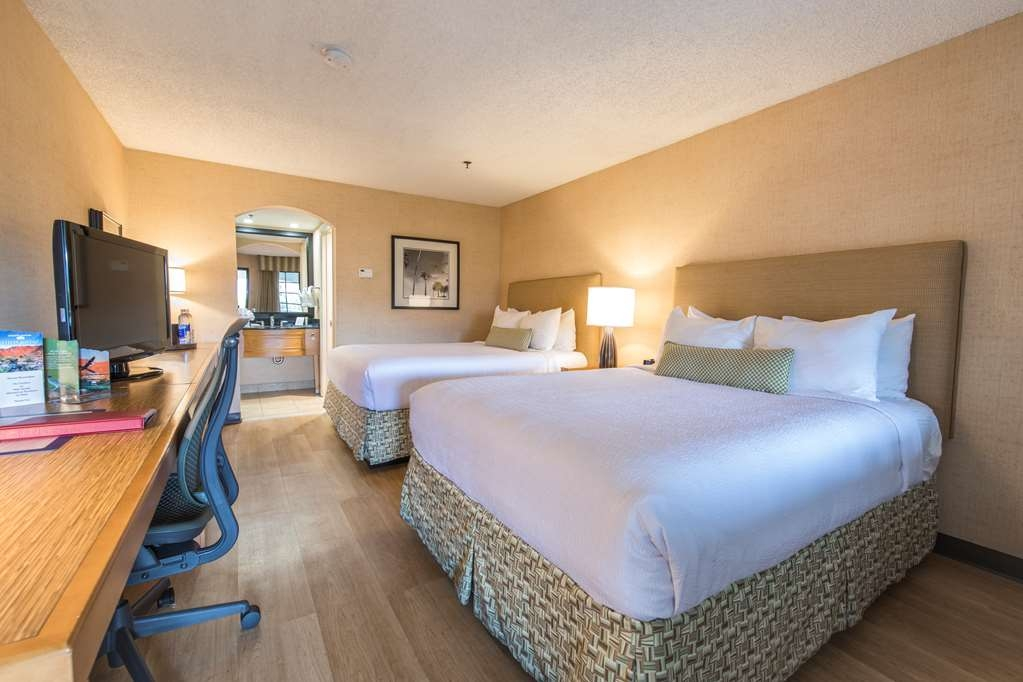 Best Western Plus Las Brisas Hotel - If you're traveling with your family or group of friend's, opt for our two queen guest room