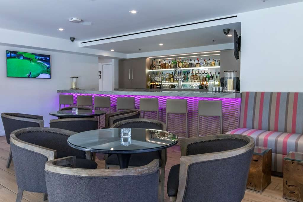 Best Western Plus Las Brisas Hotel - Our lobby bar is another spot to relax after a long day of work and travel
