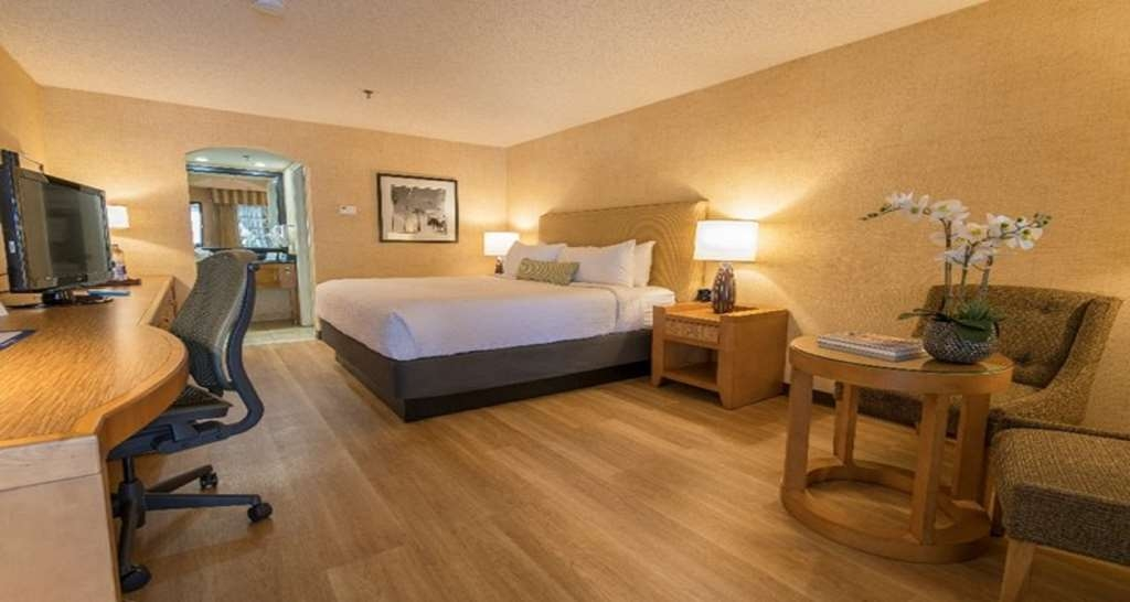 Best Western Plus Las Brisas Hotel - Live in true luxury when you book a king guest room