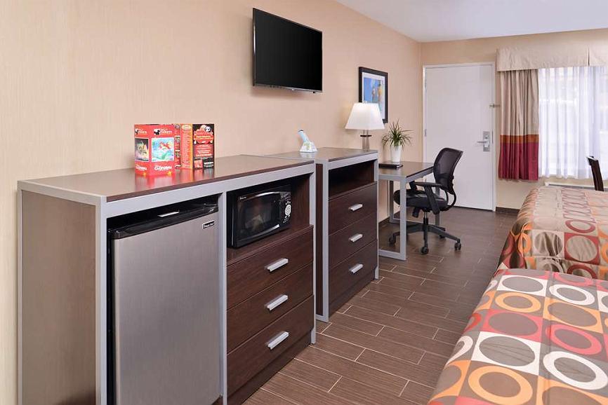 Hotel in Anaheim | Best Western Plus Raffles Inn & Suites