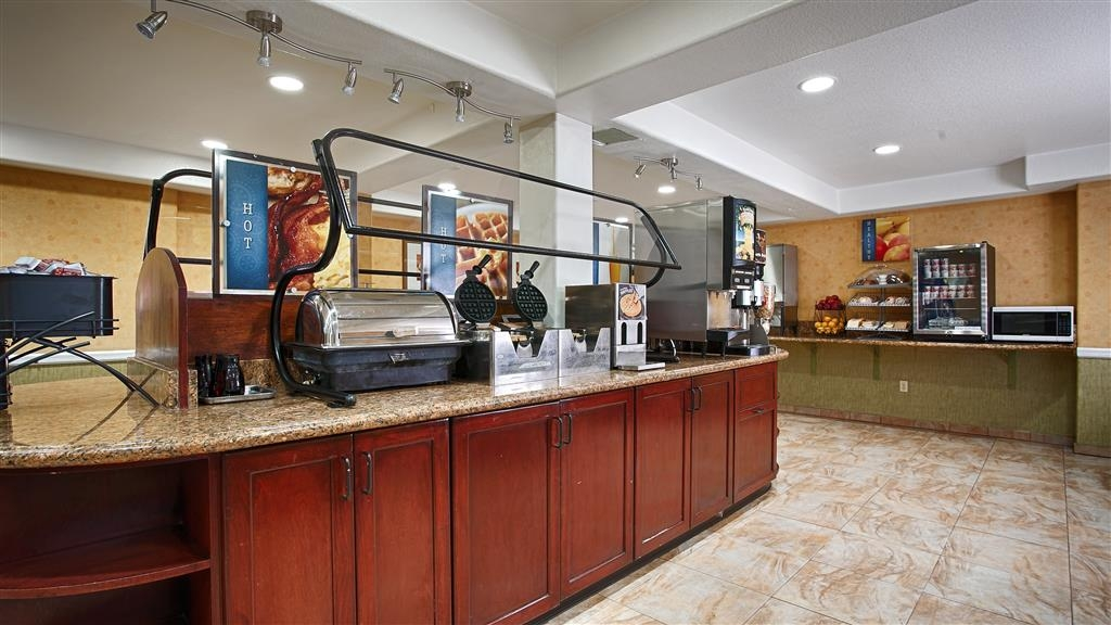 Best Western Plus Raffles Inn & Suites - Sala colazione