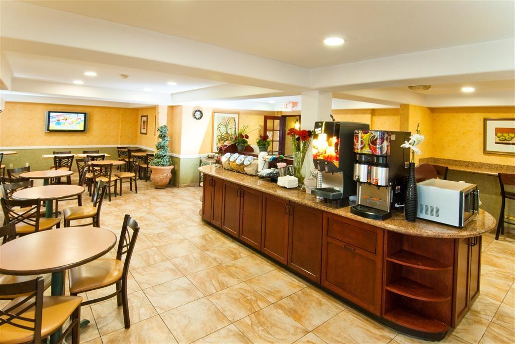 Best Western Plus Raffles Inn & Suites - Prima colazione a buffet