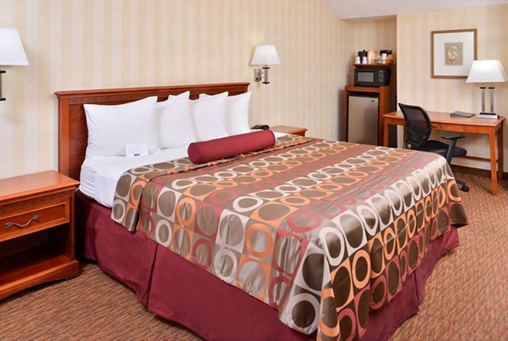 Best Western Plus Raffles Inn & Suites - Camera con letto king size