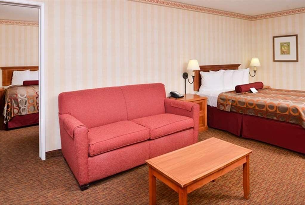 Best Western Plus Raffles Inn & Suites - Cuarto de Huésped