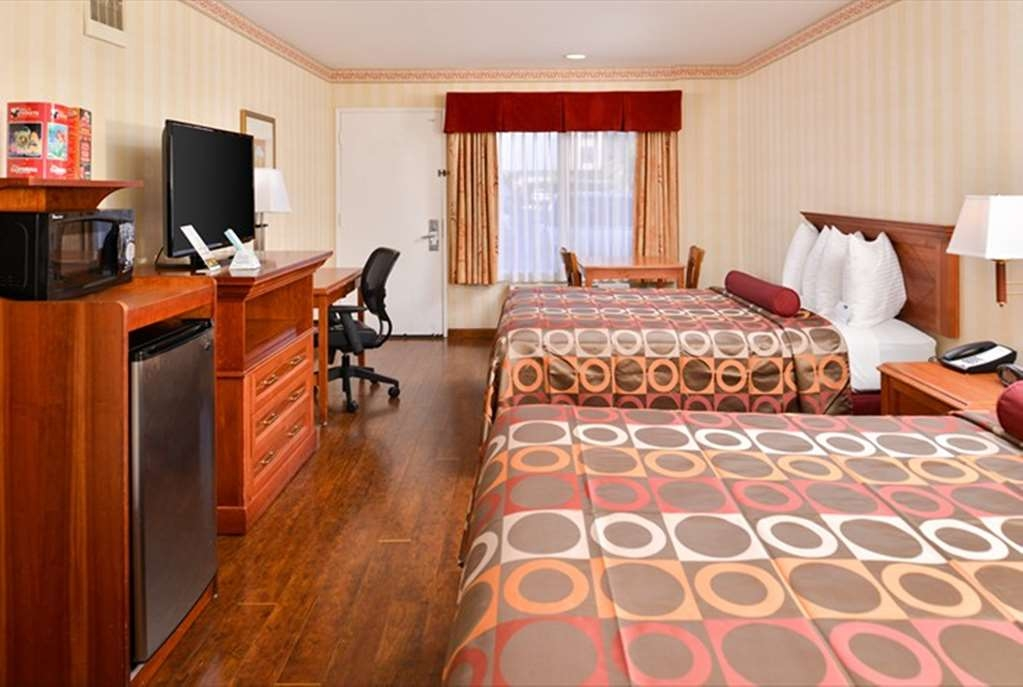 Best Western Plus Raffles Inn & Suites - Camera con due letti queen size