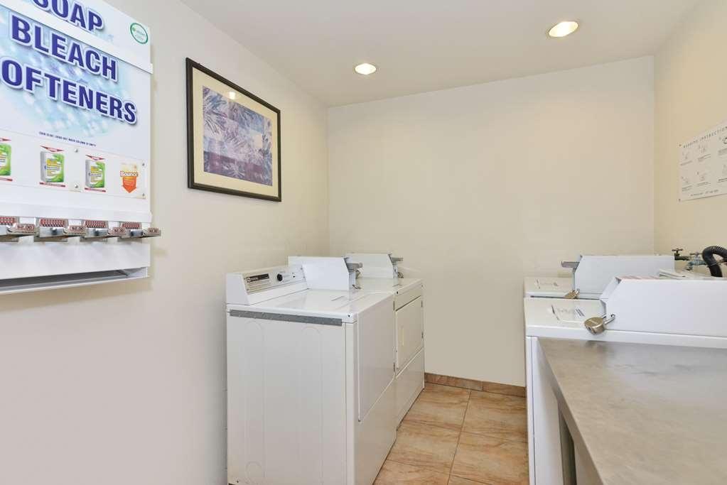 Best Western Plus Raffles Inn & Suites - Servicio de lavandería