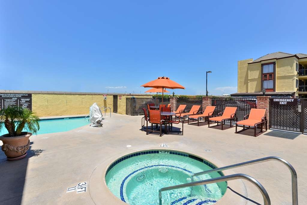 Best Western Plus Raffles Inn & Suites - Balneario y piscina