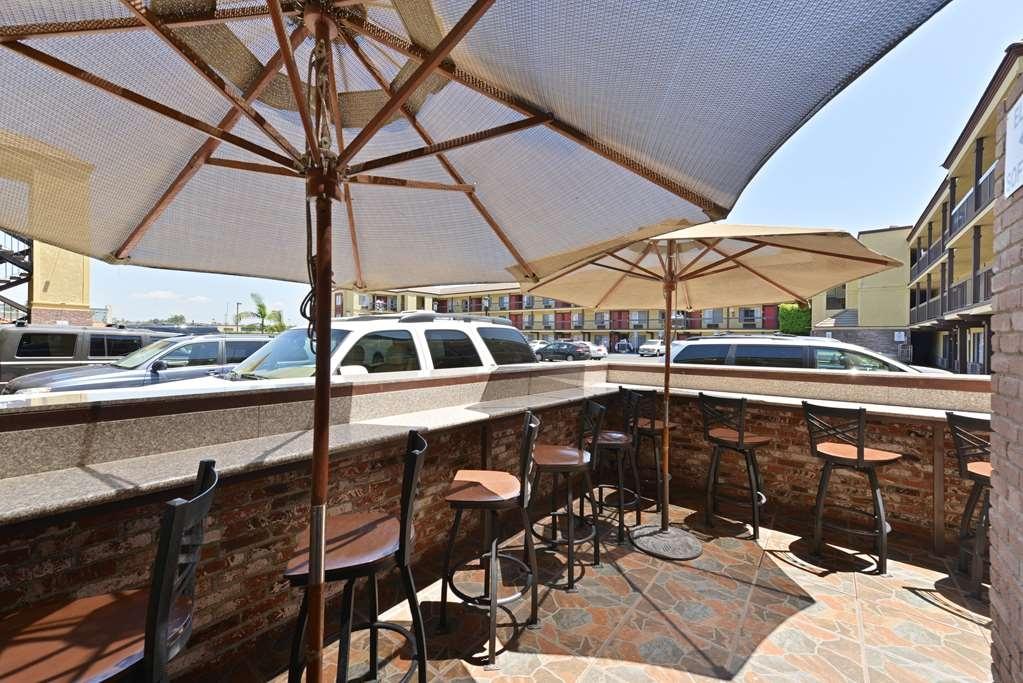 Best Western Plus Raffles Inn & Suites - Restaurante