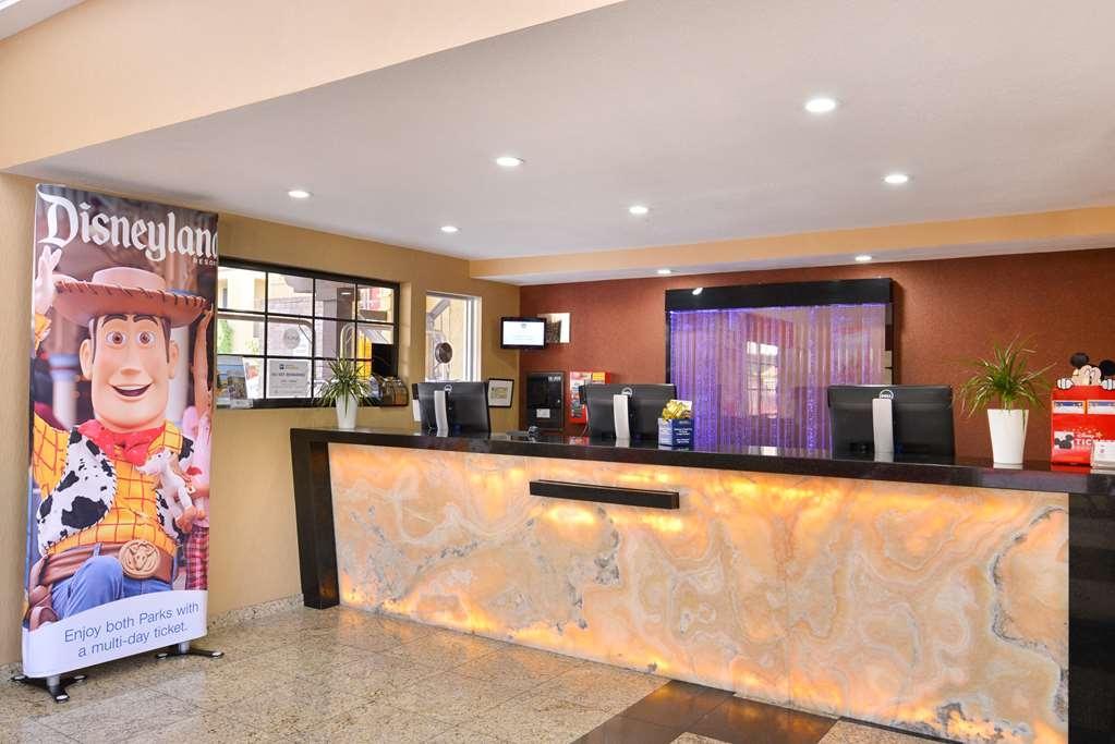 Best Western Plus Raffles Inn & Suites - Hall