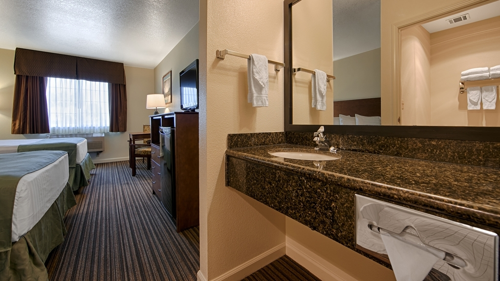 Best Western John Jay Inn - At the end of a long day, relax in our clean, fresh Two Queen Guest Room