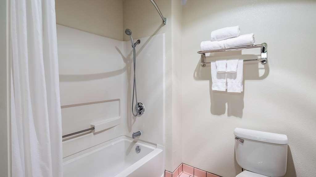 Best Western John Jay Inn - Bathroom