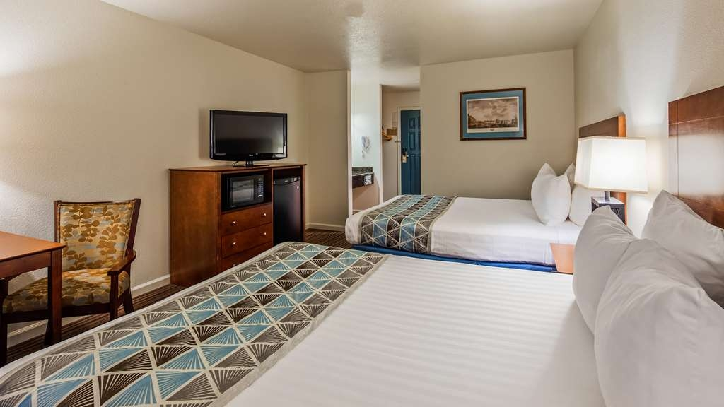 Best Western John Jay Inn - At the end of a long day, relax in our clean and fresh Two Queen Guest Room