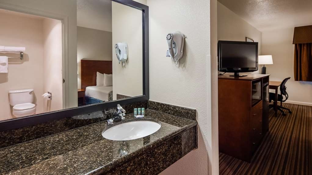 Best Western John Jay Inn - Stretch out and relax in the King Guest Room