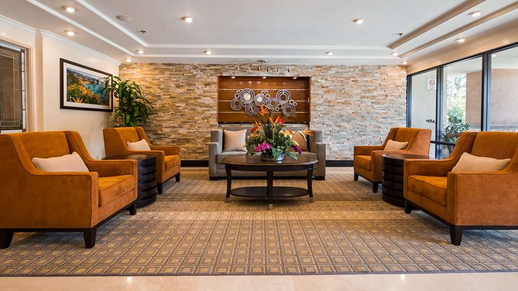 Best Western Plus Orange County Airport North - Lobby