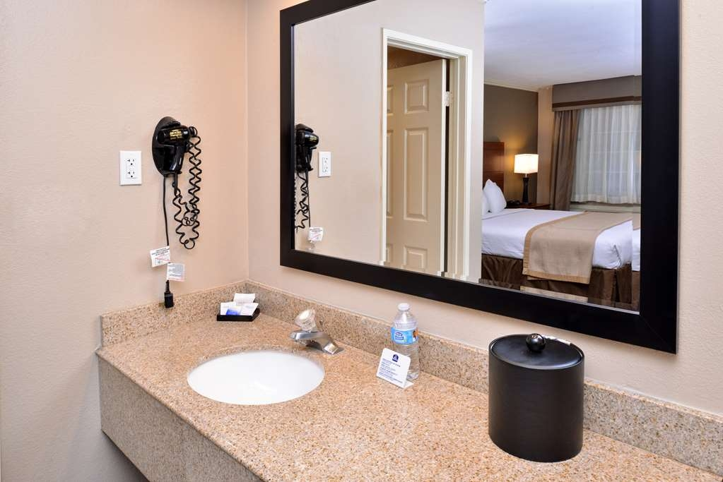 Best Western Oxnard Inn - Prepare for the day in our amenity filled guest bathroom.