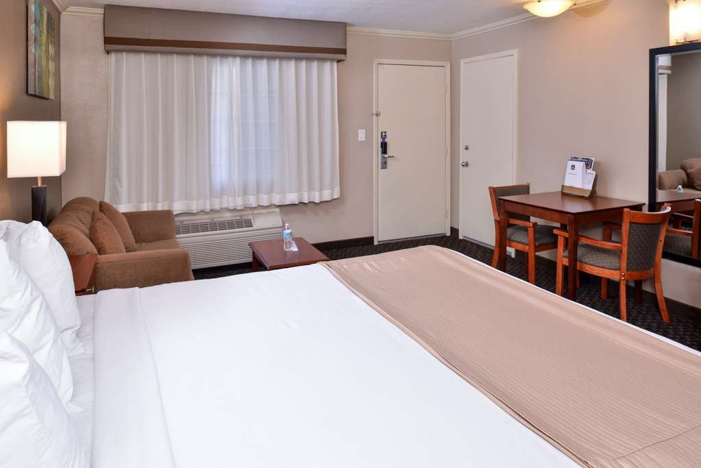 Best Western Oxnard Inn - Single King Kitchenette with Pullout Sofabed