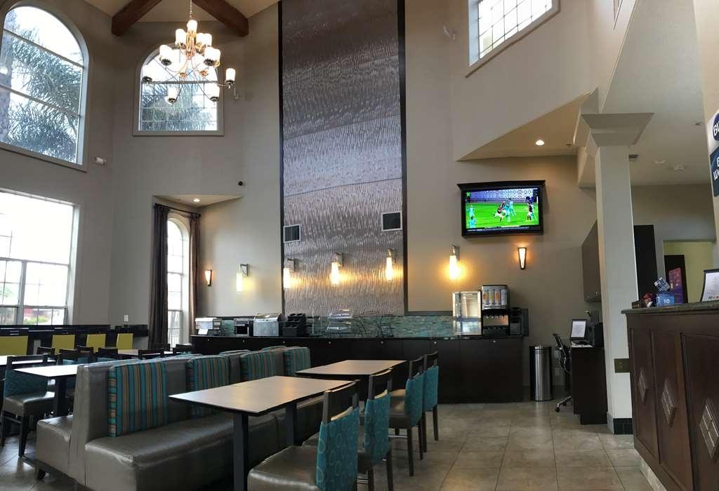 Best Western Oxnard Inn - Vista del vestíbulo