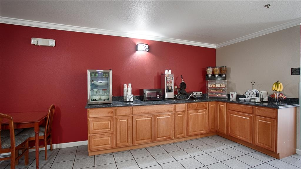 Best Western Americana - Enjoy a balanced and delicious breakfast with choices for everyone.