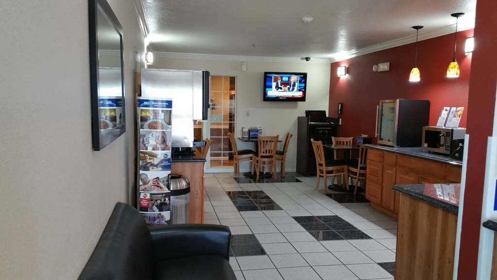Best Western Americana - Start your day in our comfortable breakfast area.