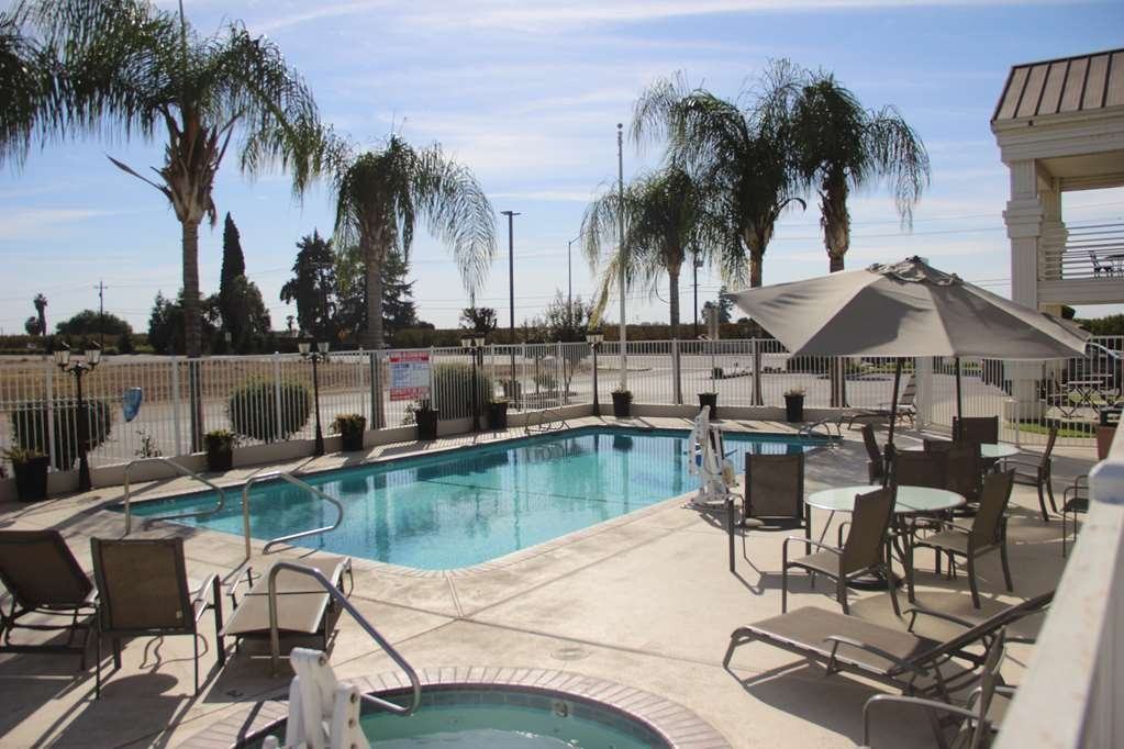 Best Western Americana - Take a refreshing dip in our outdoor pool.