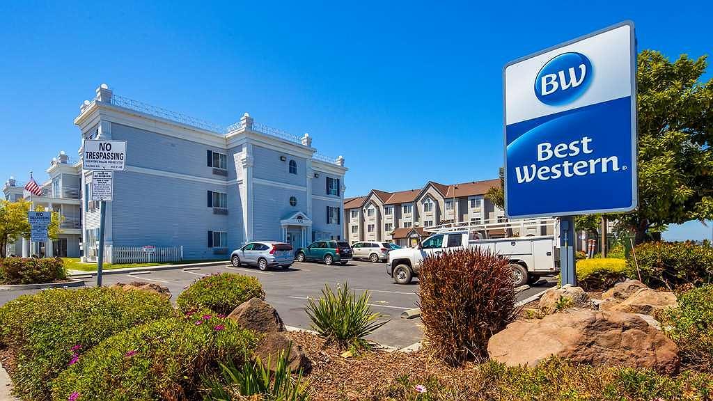 Best Western Salinas Monterey Hotel - Facciata dell'albergo