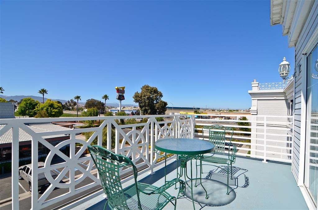 Best Western Salinas Monterey Hotel - Enjoy the view from the Suite Balcony