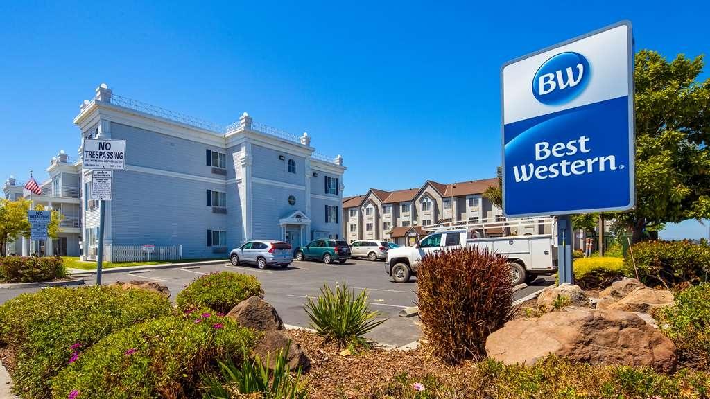Best Western Salinas Monterey Hotel - Außenansicht