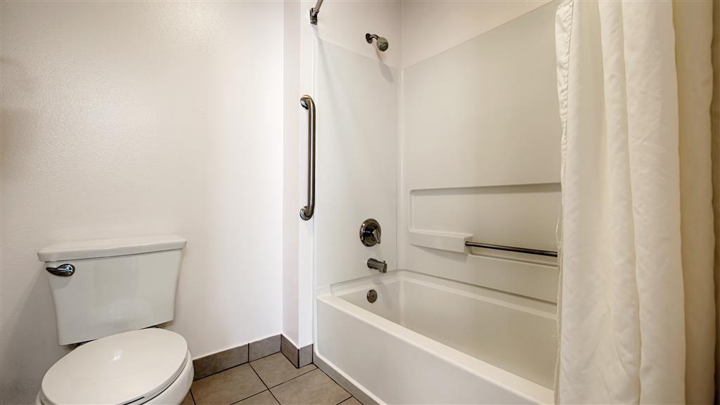 Best Western Salinas Monterey Hotel - Enjoy getting ready in the morning in our guest bathrooms.
