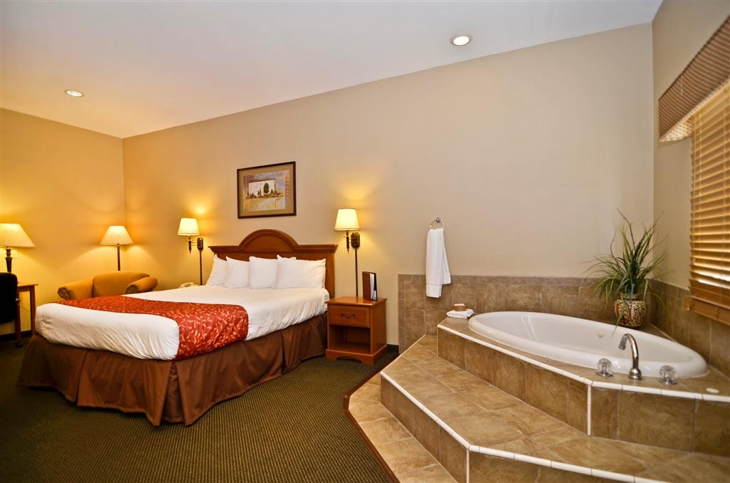 Best Western Kettleman City Inn & Suites - Treat yourself and book a spa suite and let the warm water ease the tension in your back and shoulders.