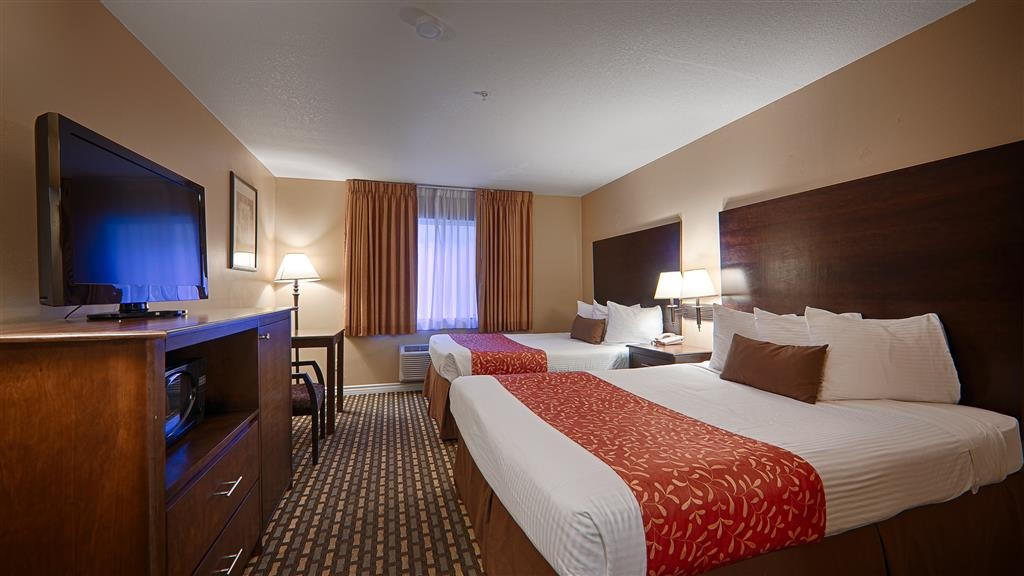Best Western Kettleman City Inn & Suites - Traveling with a close friend? Book our convenient 2 queen guest room.
