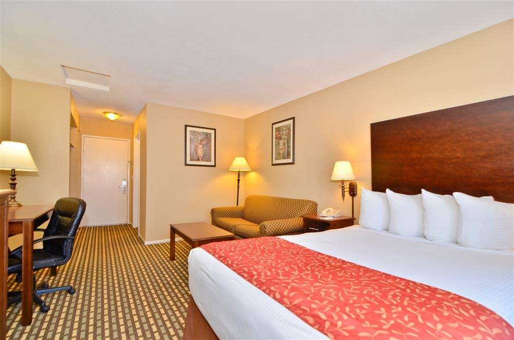 Best Western Kettleman City Inn & Suites - You will think you are in your own bed in one of our relaxing, comfortable queen guest rooms.