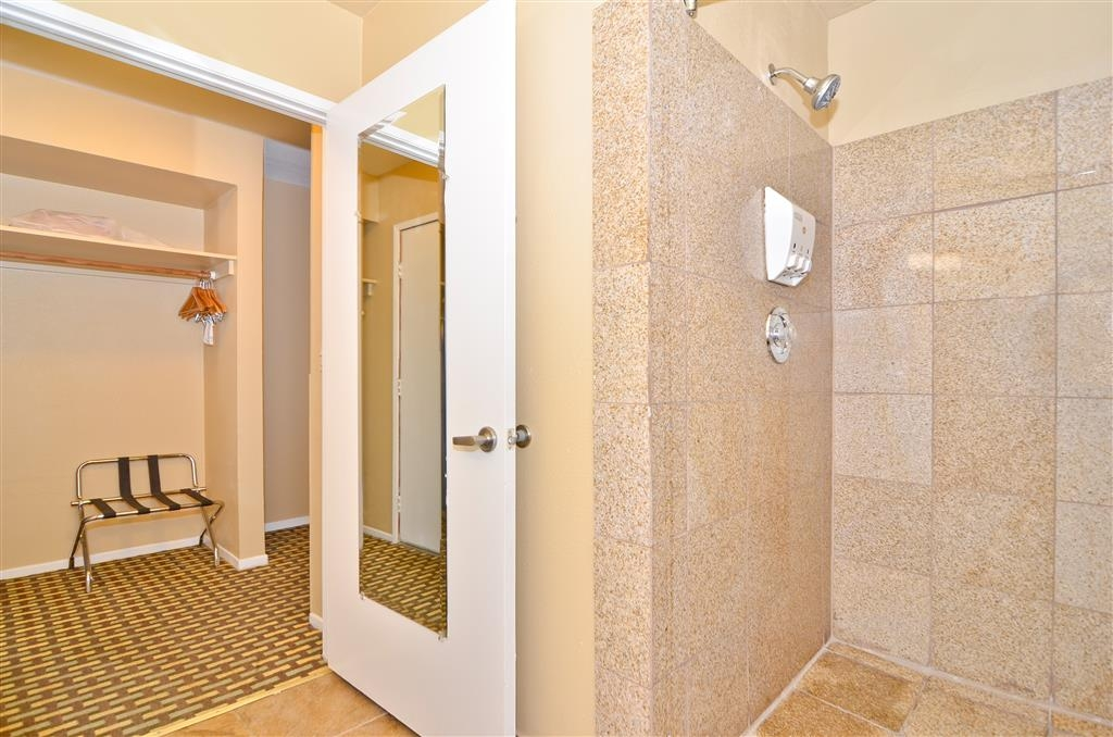 Best Western Kettleman City Inn & Suites - Shower off the day in our beautiful guest walk in shower.