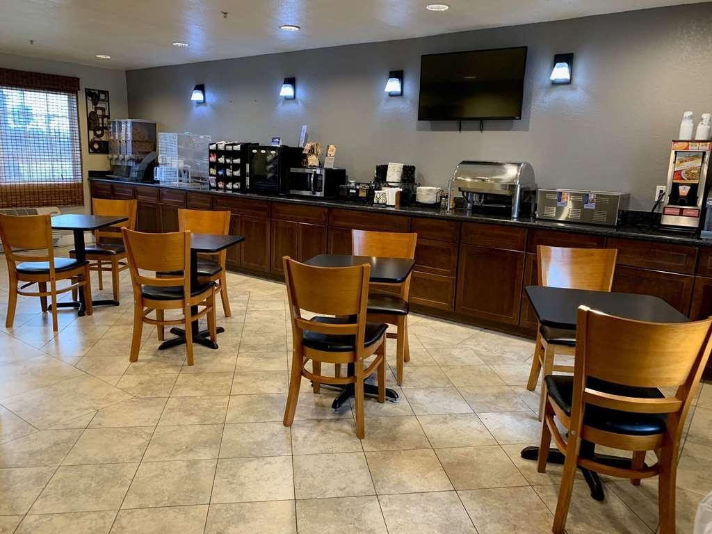 Best Western Kettleman City Inn & Suites - Desayuno Buffet