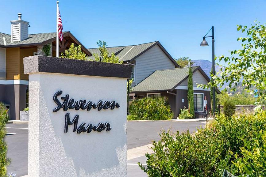 Best Western Plus Stevenson Manor - Façade