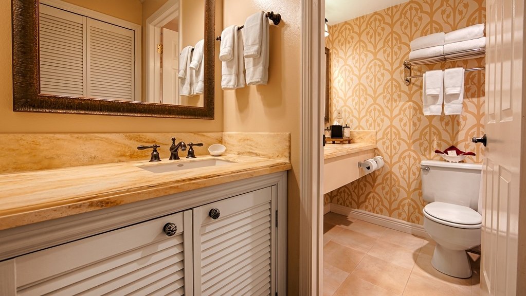 Best Western Plus Elm House Inn - Enjoy getting ready in our Guest Bathrooms.