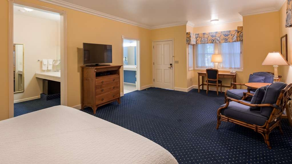 Best Western Plus Elm House Inn - King Signature Garden Guest Room