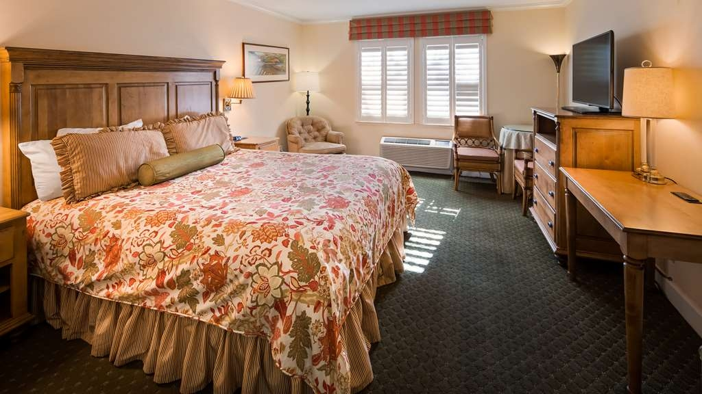 Best Western Plus Elm House Inn - King Accessible guest room