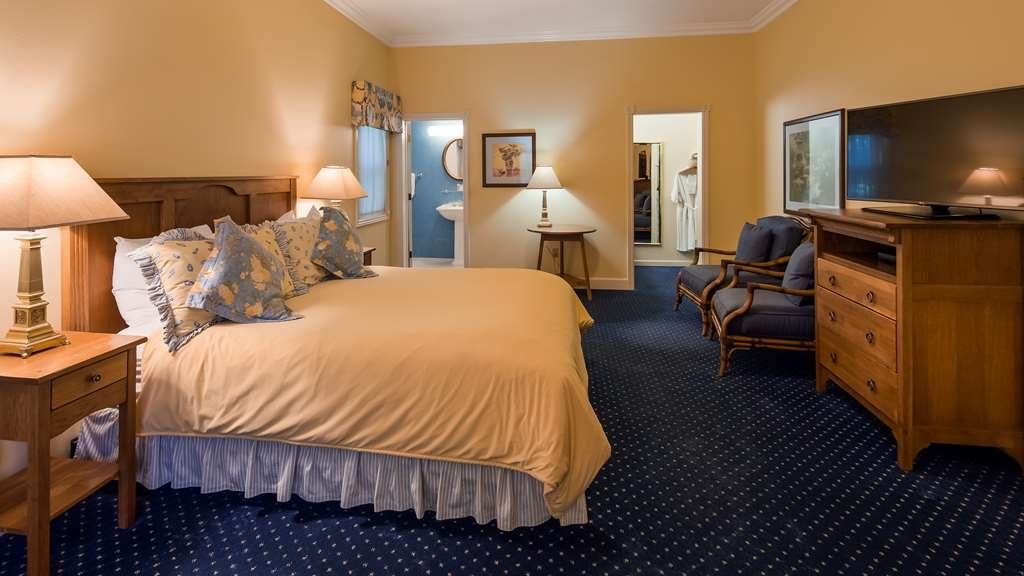 Best Western Plus Elm House Inn - Enjoy your stay in our spacious King