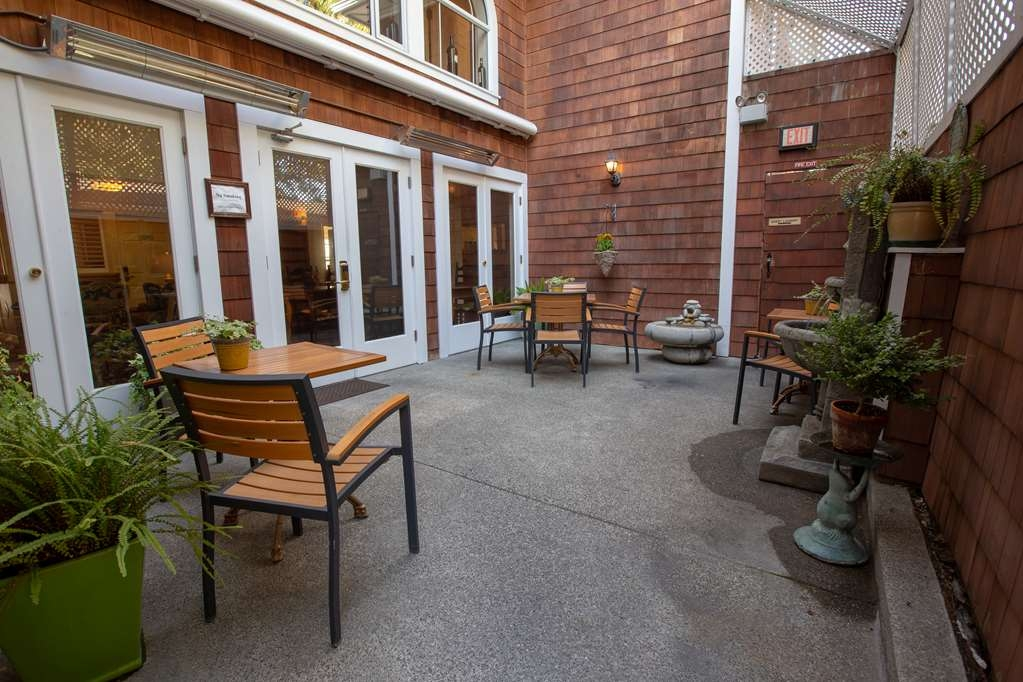 Best Western Plus Elm House Inn - Patio