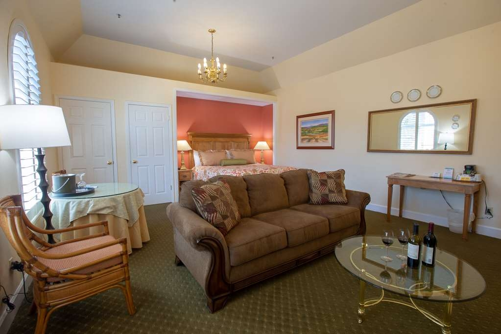 Best Western Plus Elm House Inn - Suite
