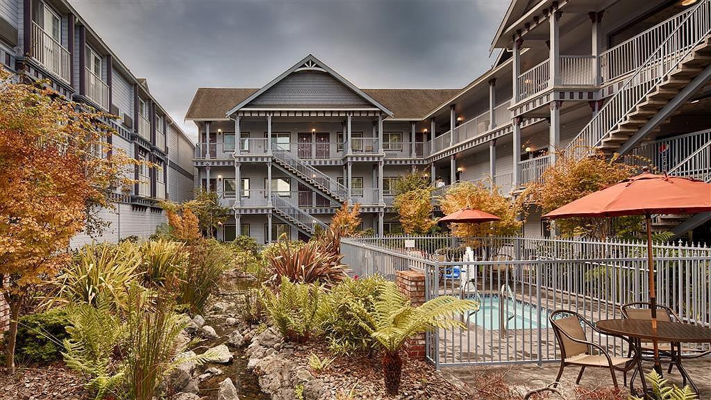 Best Western Plus Bayshore Inn - Aussenansicht