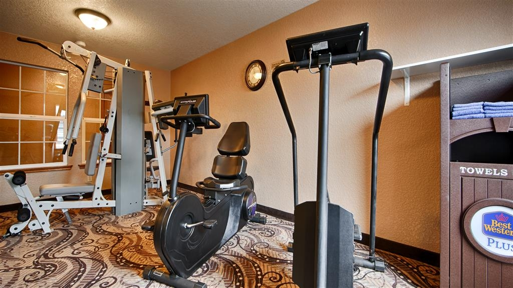 Best Western Plus Bayshore Inn - exercise chambre