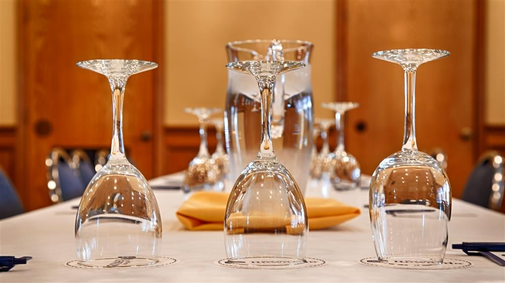 Best Western Plus Bayshore Inn - We provide a complete bar and catering service to enhance your next meeting.