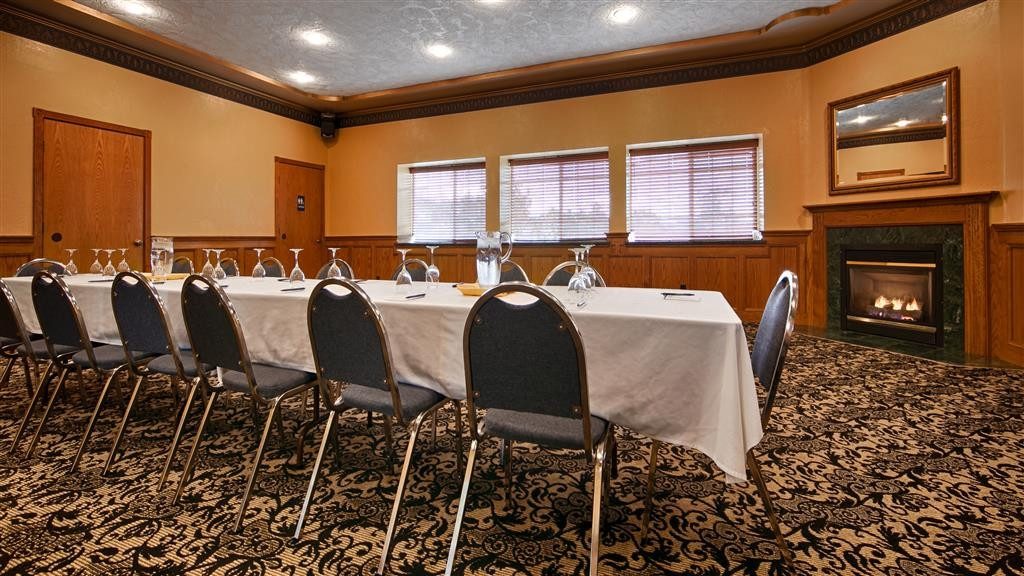 Best Western Plus Bayshore Inn - Our meeting rooms are the ideal setting for corporate events. Call our staff to book today!
