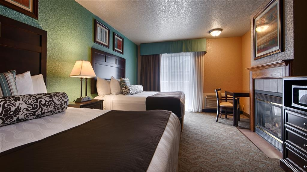 Best Western Plus Bayshore Inn - Our upgraded 2 queen guest room has all the comforts of home including a fireplace to keep you warm. Call the hotel direct for pet-friendly room availability.