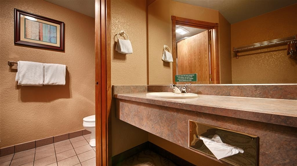 Best Western Plus Bayshore Inn - Baño