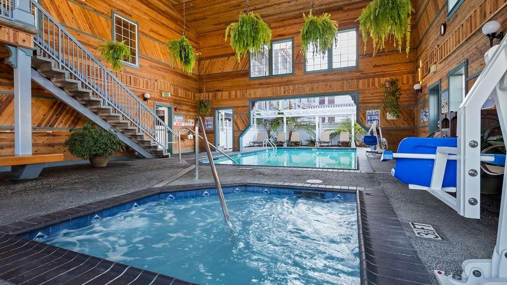 Best Western Plus Bayshore Inn - Vista de la piscina