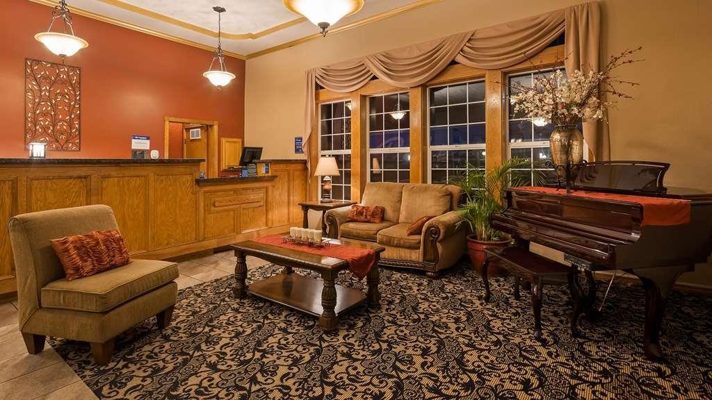 Best Western Plus Bayshore Inn - Vista del vestíbulo