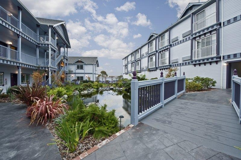 Best Western Plus Bayshore Inn - Check out our beautiful koi pond.